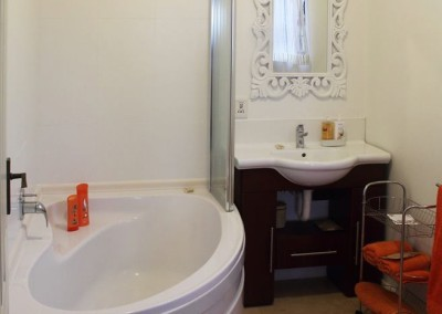 B&B Orange apt Sheffield Beach bathroom